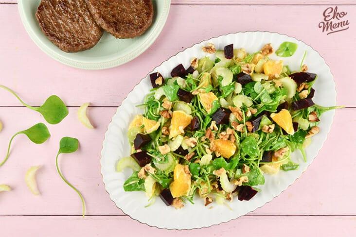 Postelein salade met bietjes en kalfsburger